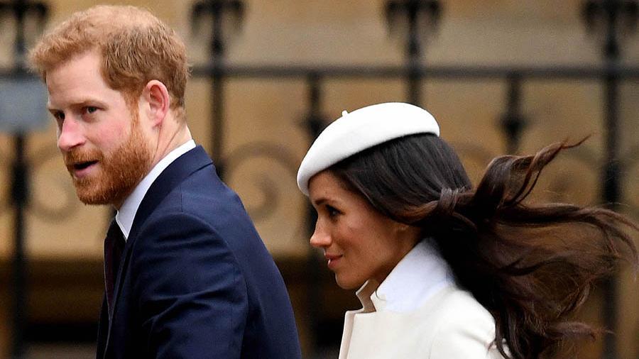 Принц Гарри покидает королевский дворец