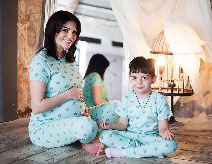 Анастасия Стоцкая поделилась фото дочери, «пошалившей» с помадой