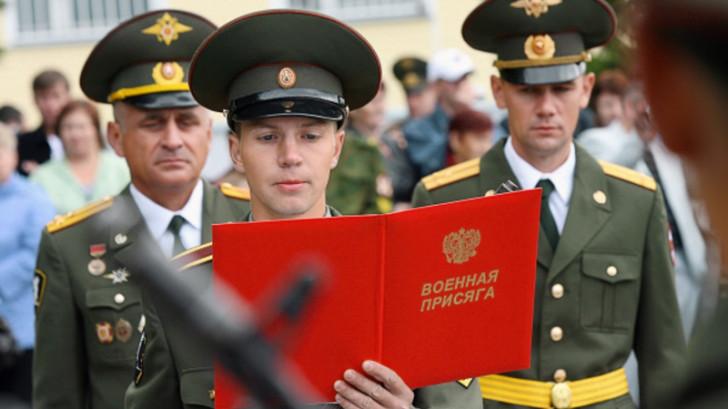После этого молодые солдаты принявшие присягу получили первое увольнение
