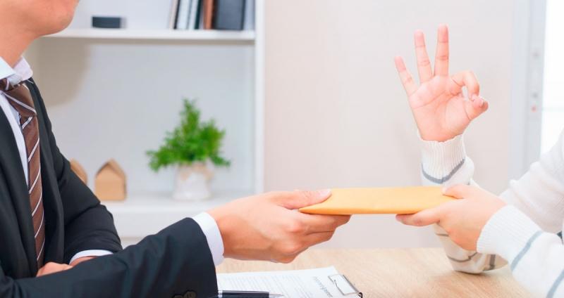 Взятка: ответственность за дачу должностному лицу, получение, вымогательство, покушение